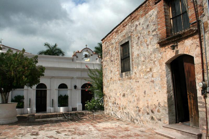 alamos-church-courtyard