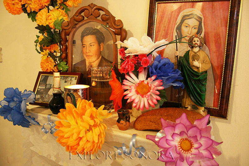 """Day of the Dead """"manda,"""" or altar, in a Sonora home"""