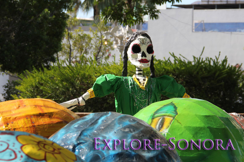 A catrina at a public Day of the Dead art display in Guaymas, Sonora