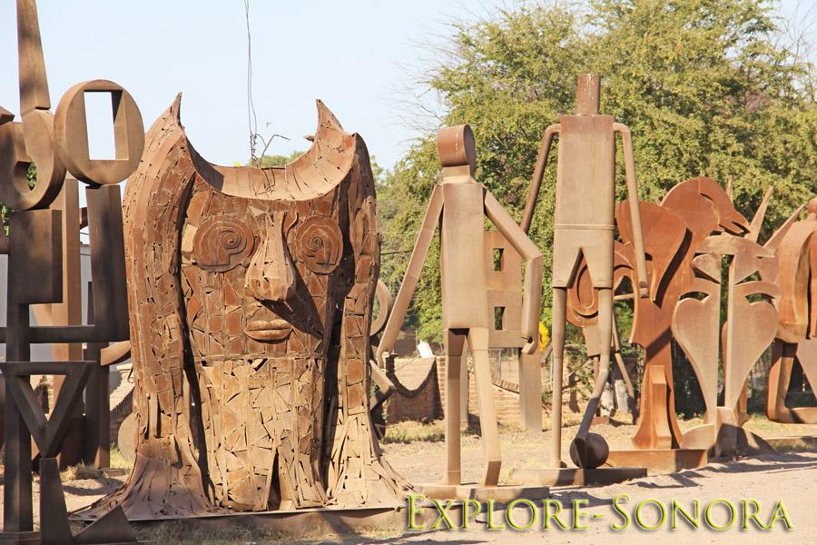 Estatuas modernas del arte del metal en Navojoa, Sonora, México